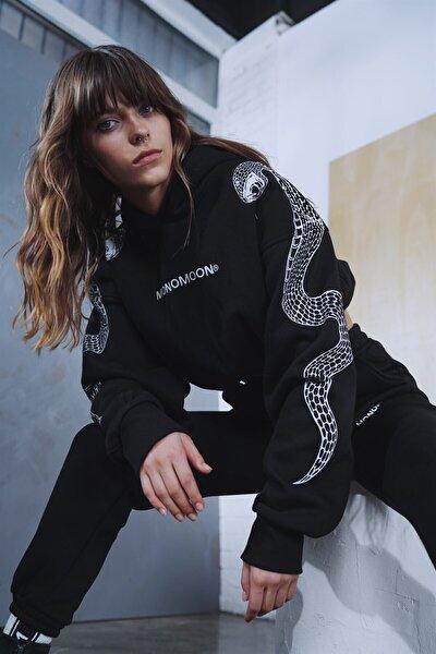 Siyah Yılan Kol Baskılı Sweatshirt