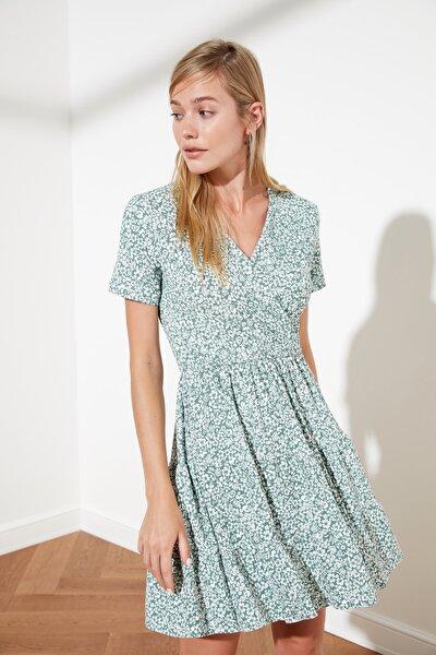 Yeşil V Yaka Çiçek Desenli Örme Elbise TWOSS21EL0241