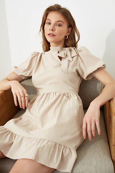 Taş Yaka Detaylı Volanlı Elbise TWOSS21EL0297
