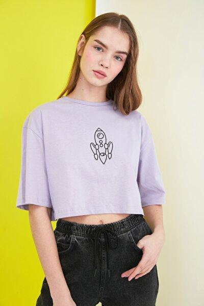 Lila Baskılı Crop Örme T-Shirt TWOSS21TS0386