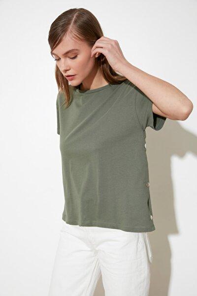 Haki Yanları Çıtçıtlı Örme T-Shirt TWOSS20TS0745