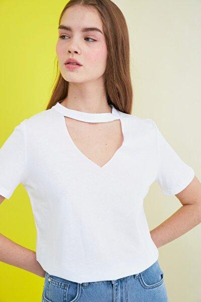 Beyaz Choker Yaka Basic Örme T-Shirt TWOSS20TS0466