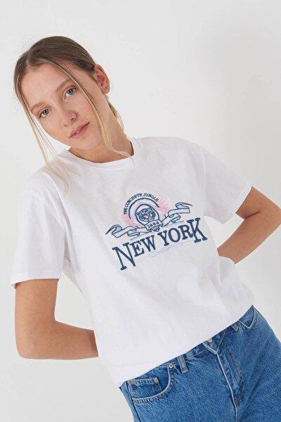 Kadın Beyaz New York Yazılı T-Shirt P9373 - J12 Adx-0000021516