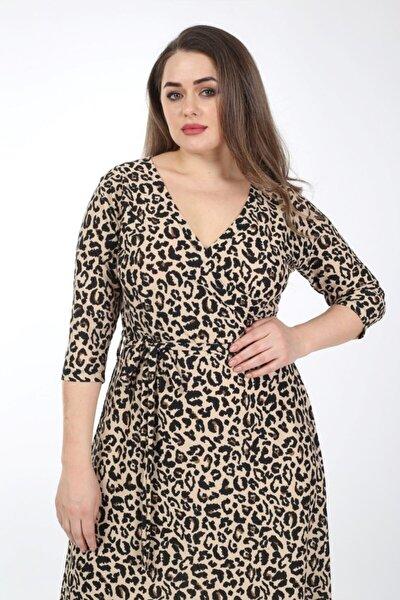 Kadın Kahverengi Büyük Beden Leopar Desen Kemerli Kruvaze Yaka Esnek Örme Krep Elbise