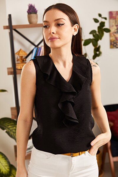 Kadın Siyah Yakası Fırfırlı Kolsuz Bluz ARM-21K001184