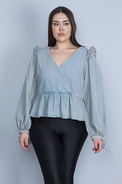 Kadın Mavi Omuzları Fırfır Detaylı Anvelop Yakalı Yıkama Efektli Kot Bluz 65N23390