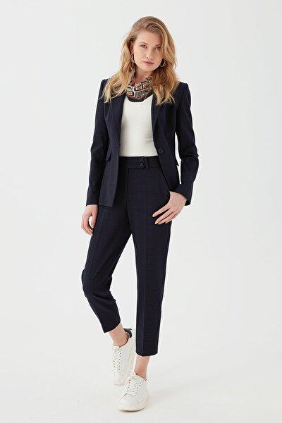 Kadın Iki Düğmeli Rahat Kesim Pantolon