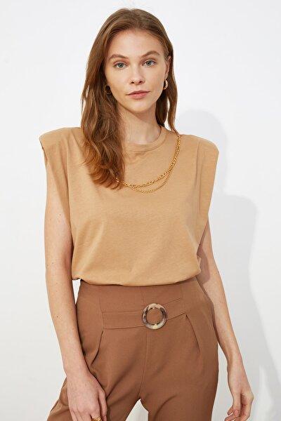 Camel Zincir Detaylı Vatkalı Basic Örme T-Shirt TWOSS21TS0796
