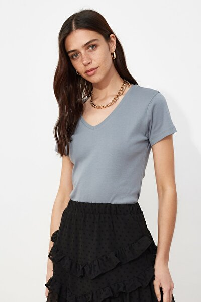 Gri %100 Pamuk Ribana V Yaka Slimfit Örme T-Shirt TWOSS20TS0130