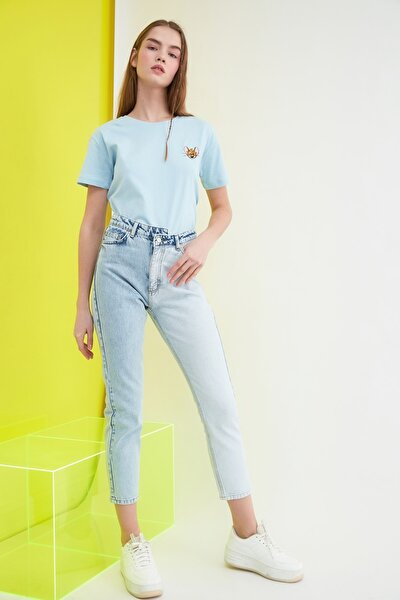 Mavi Renk Bloklu Yüksek Bel Mom Jeans TWOSS21JE0089