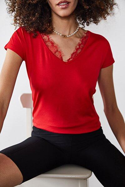 Kadın Kırmızı Dantelli V Yaka Bluz 0YZK2-10102-04