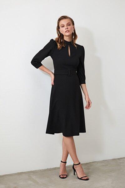 Siyah Kemerli Yaka Detaylı Elbise TWOAW20EL1124