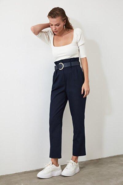 Lacivert Kemerli Pileli Düz Kesim Pantolon TWOSS20PL0016