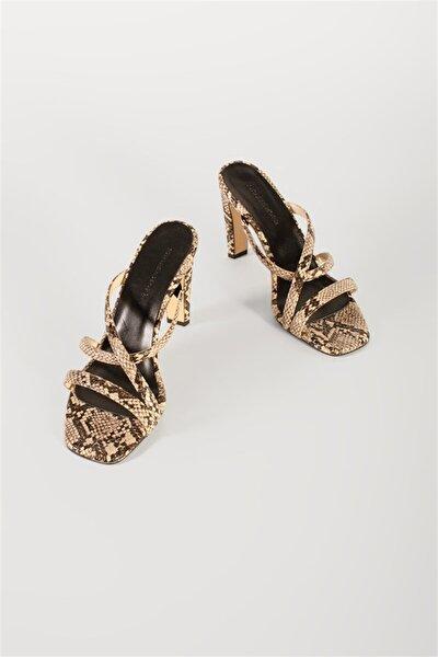 Kadın Pudra Yılan Deri Desenli Topuklu Sandalet