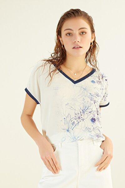 Kadın Kırık Beyaz V Yaka Çiçek Desenli Bluz 368264
