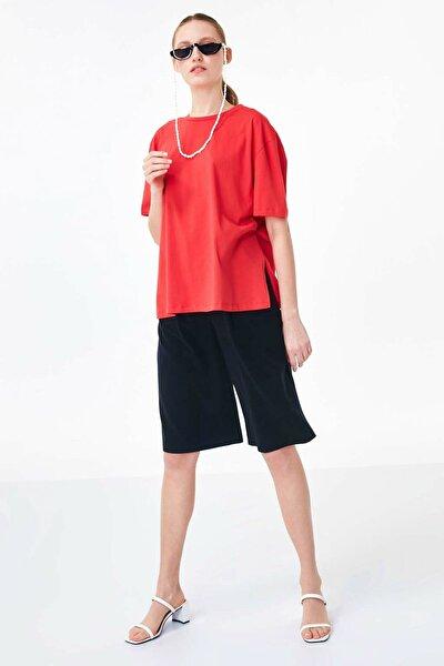 Kadın Kırmızı Sırt Detaylı Tshirt TS1200070158034