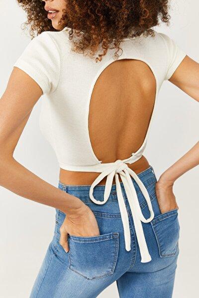 Kadın Beyaz Polo Yaka Sırt Detaylı Bluz 1KZK2-11338-01