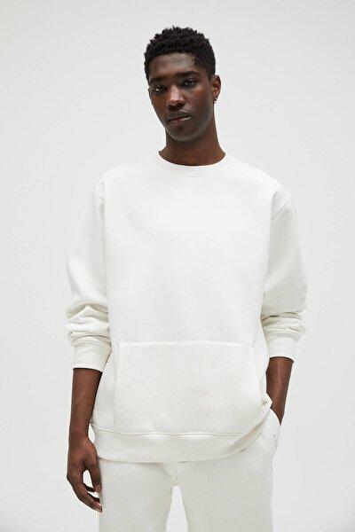 Erkek Kırık Beyaz Cepli Logo İşlemeli Sweatshirt 04591561