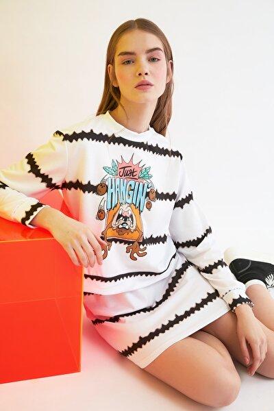 Ekru Tazmanya Canavarı Lisanslı Baskılı Batik Örme Sweatshirt TWOSS21SW0008