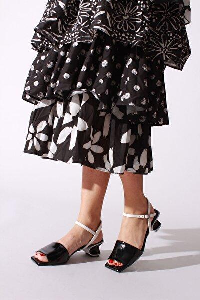 Siyah Beyaz Kırışık Rugan Kadın Klasik Ayakkabı