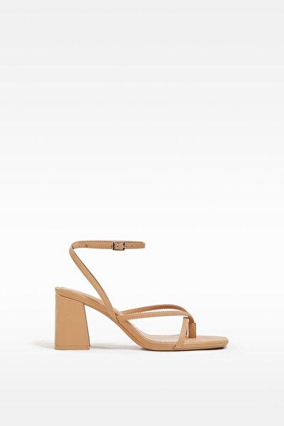 Kadın Bantlı Topuklu Sandalet