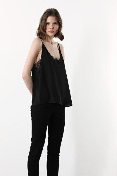 Kadın Slim Fit Siyah V Yaka Askılı Dantelli Bluz 1078844