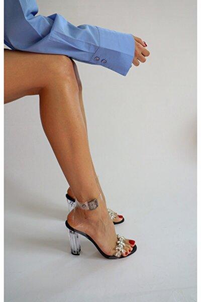 Siyah Taş Detaylı Şeffaf Sandalet