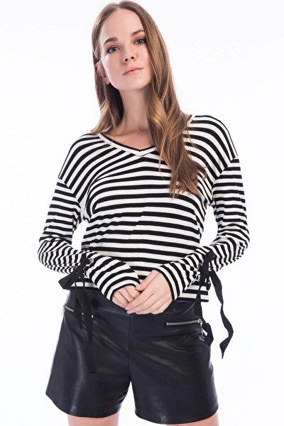 Kadın Siyah Çizgili Uzun Kollu T-Shirt 8KAK13624EK