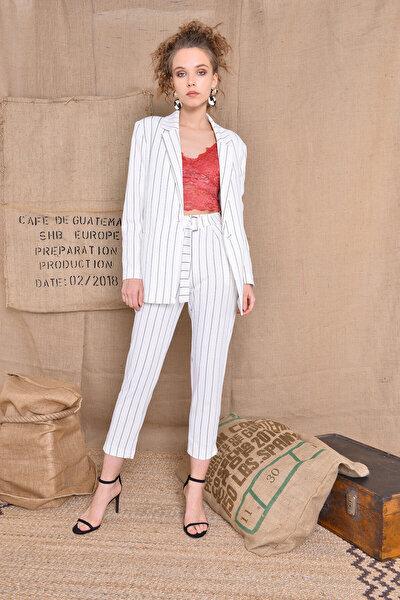 Kadın Beyaz Kemer Detaylı Çizgili Havuç Paça Pantolon 12847