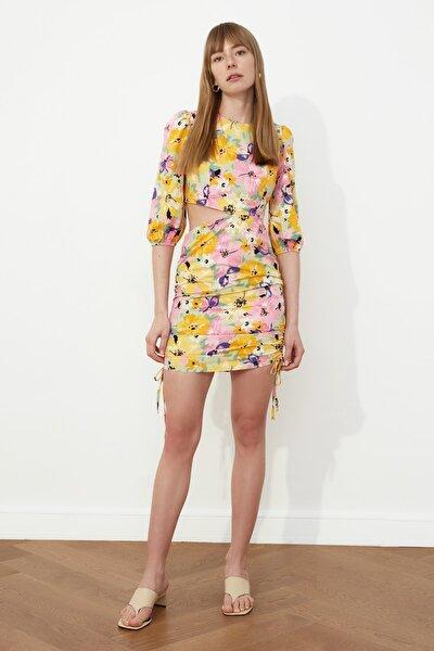 Çok Renkli Cut Out Detaylı Büzgülü Elbise TWOSS21EL0514