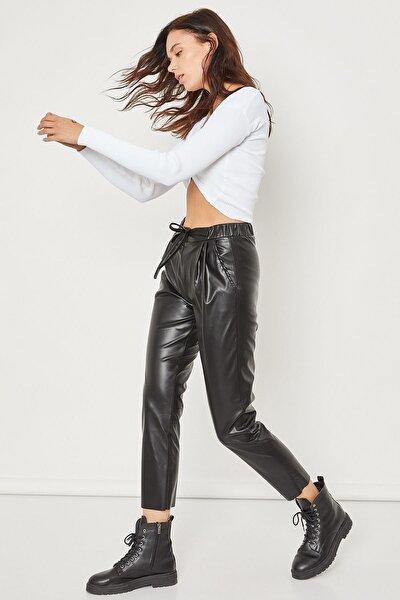 Fermuar Detaylı Deri Pantolon