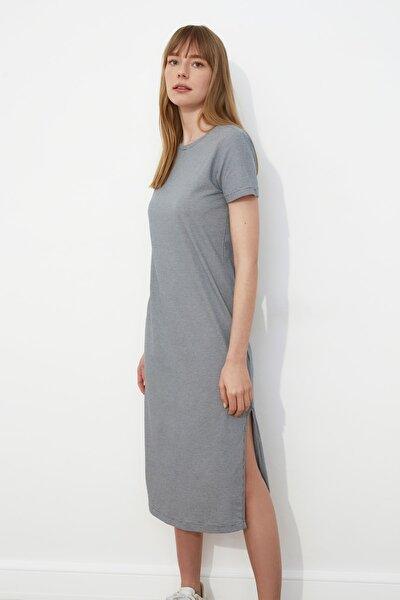 Gri Çizgili Yırtmaç Detaylı Örme Elbise TWOSS21EL0507