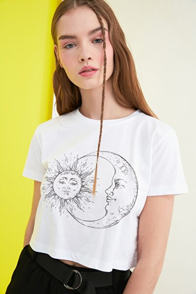 Beyaz Baskılı Crop Örme T-Shirt TWOSS21TS0853