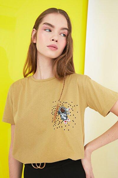 Açık Haki Baskılı Semifitted Örme T-Shirt TWOSS21TS0844