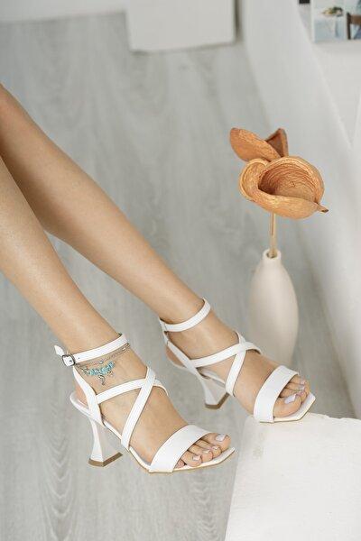 Ruby; Beyaz, Tek Bantlı, Çapraz Detaylı, Klasik Topuklu Ayakkabı