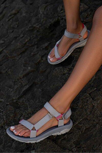 Kadın Gri Cırtlı Düz Taban Sandalet