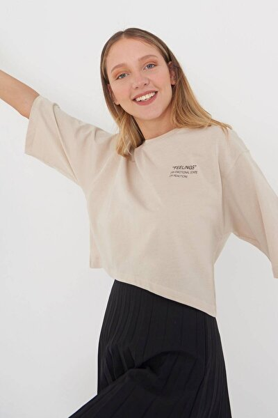 Kadın Bej Yazı Detaylı T-Shirt B114 - J4 Adx-0000023872