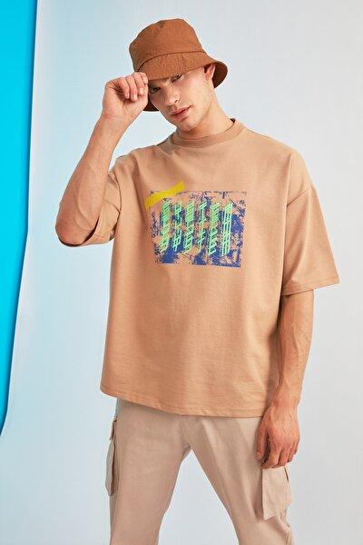 Bej Erkek Oversize Kısa Kollu Baskılı Sweatshirt TMNSS21SW0239