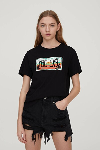 Kadın Siyah Plaka Görselli T-Shirt 09247392