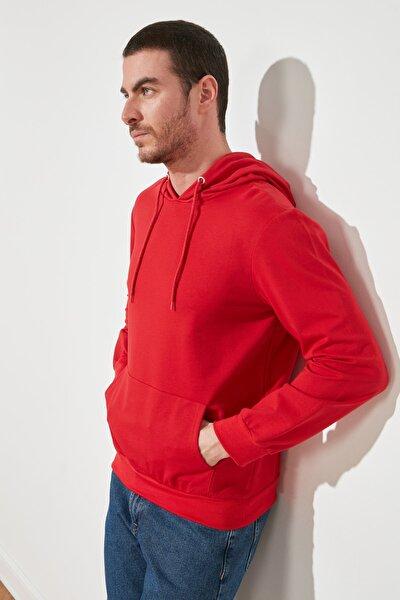 Kırmızı Erkek Regular Fit Kapüşonlu Kanguru Cepli Uzun Kollu Basic Sweatshirt TMNAW20SW0162