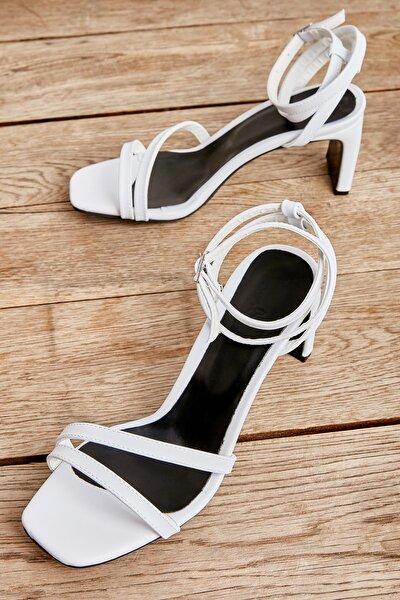 Beyaz Kadın Klasik Topuklu Ayakkabı K05575000409