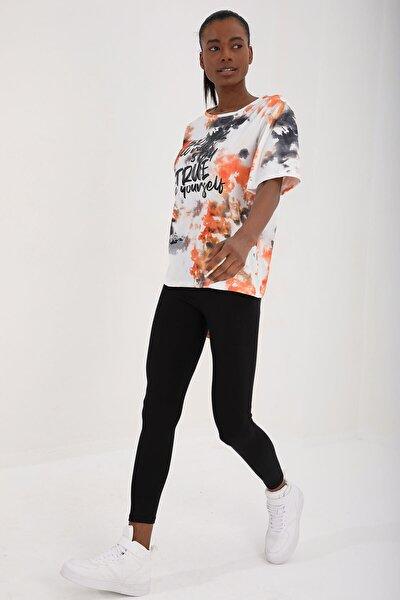 Turuncu Kadın Yazı Baskılı Batik Desenli Oversize O Yaka T-shirt - 97125