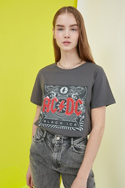 Antrasit ACDC Lisanslı Baskılı Semifitted Örme T-Shirt TWOSS21TS0012