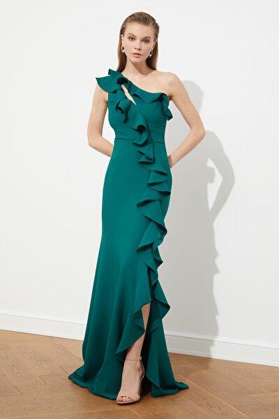 Zümrüt Yeşili Fırfır Detaylı  Abiye & Mezuniyet Elbisesi TPRSS20AE0244