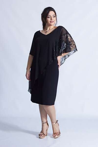Siyah Pelerinli Esnek Kumaş Büyük Beden Elbise