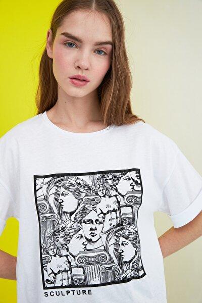 Beyaz Baskılı Loose Kalıp Örme T-Shirt TWOSS20TS0110