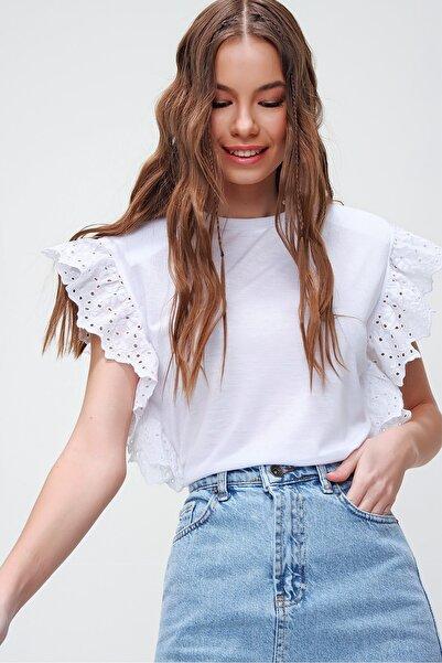 Kadın Beyaz Güpür Kollu Vatkalı Bluz ALC-X5939