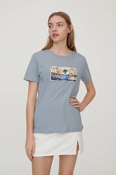 Kadın Mavi Gri Plaka Görselli T-Shirt 09247392
