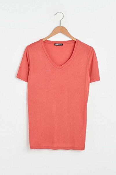 Kadın Açık Kırmızı T-Shirt