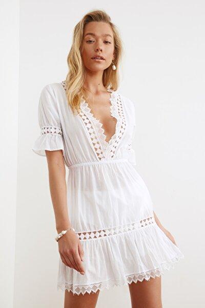 Beyaz Şerit Aksesuarlı Vual Plaj Elbisesi TBESS21EL1353